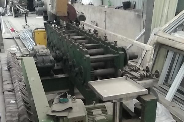 塑钢窗塑型机