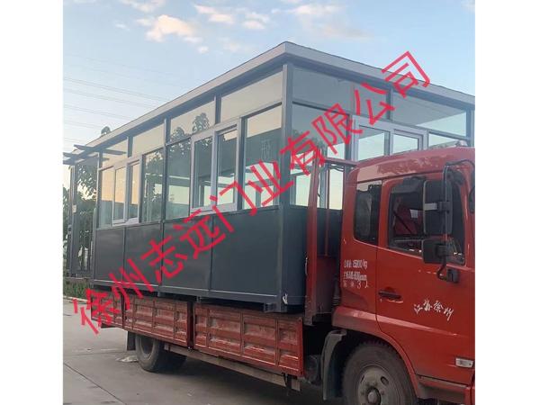 徐州志远门业有限公司核酸检测专用岗亭运输现场